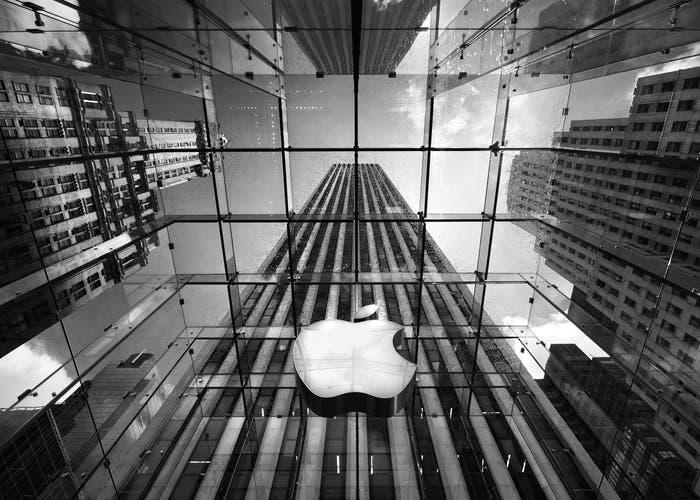 Apple-logo-cubo-cristal-700x500-1.jpg